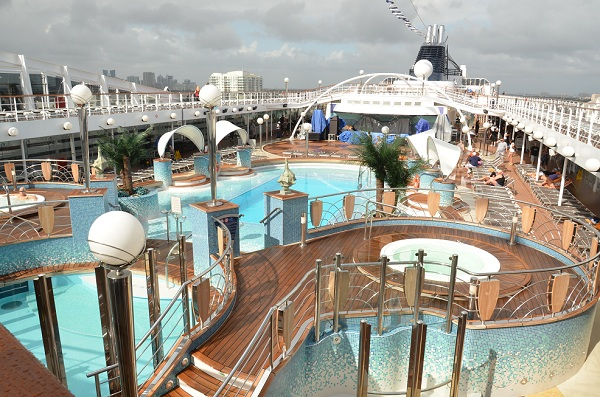 pool deck msc poesia