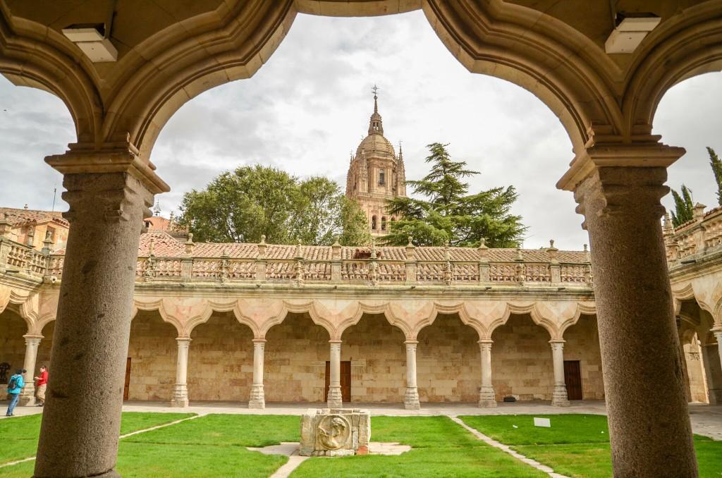 Patio de Escuela Menores at the University