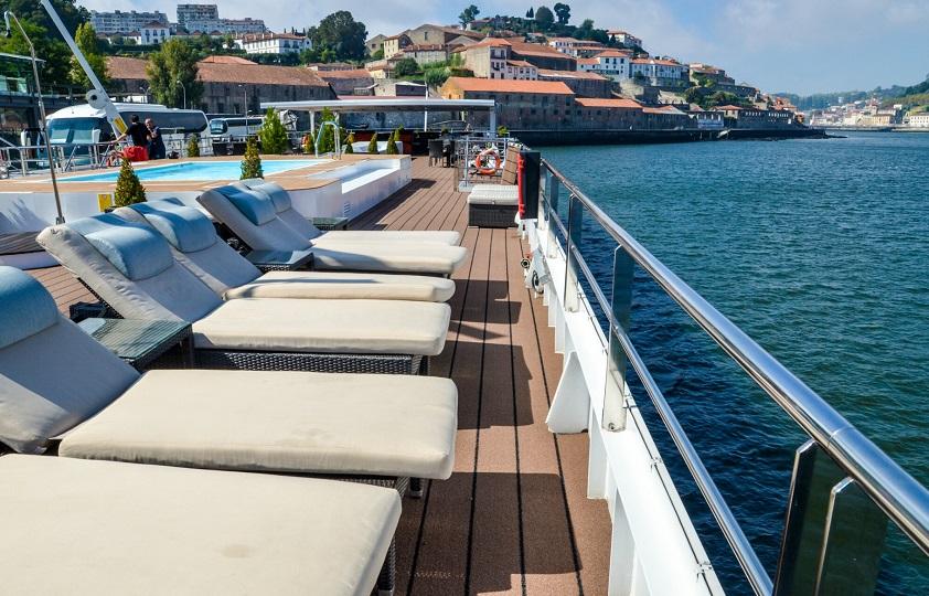 viking torgil pool deck chairs