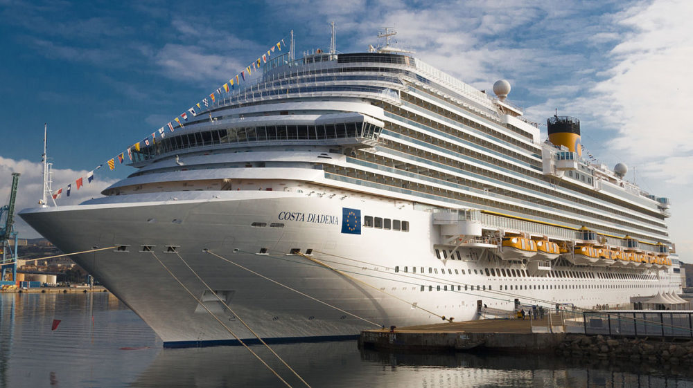 Cruise line to donate surplus food to children in need for Chambre quadruple costa magica