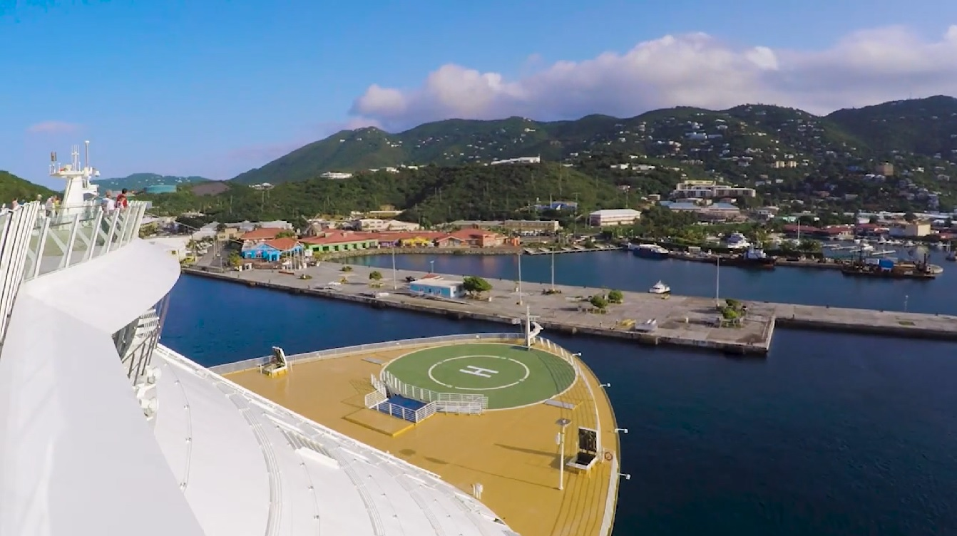 Video: How a Giant Cruise Ship Enters a Narrow Port in the Caribbean (cruisefever.net)