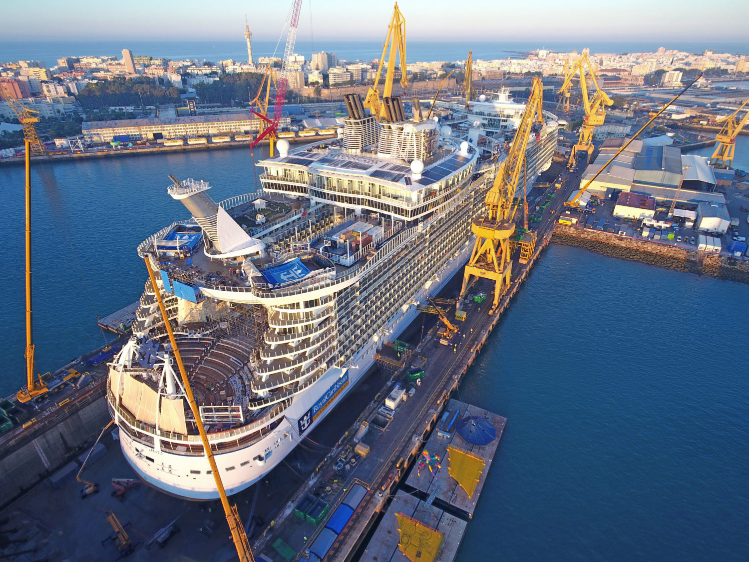 Photos Of Royal Caribbean S Oasis Of The Seas In Dry Dock