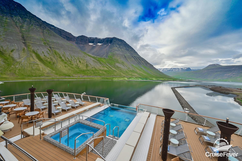 ĺsafjördur Iceland ship port