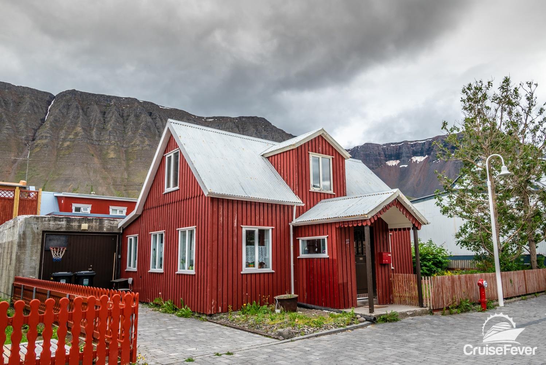 ĺsafjördur, Iceland red house